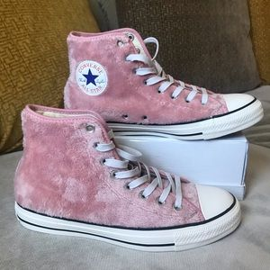 Converse fuzzy pink high top (nwot)